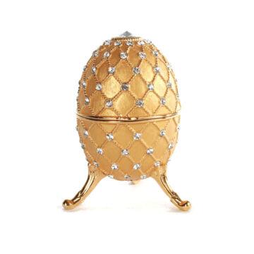 Zenélő Fabergé tojás gyöngy díszítéssel  arany színű